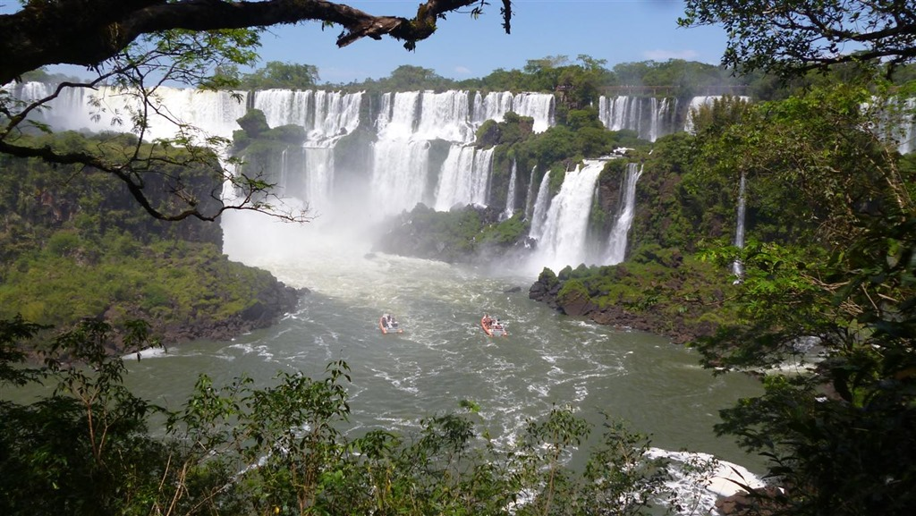 how many hours from buenos aires to iguazu falls